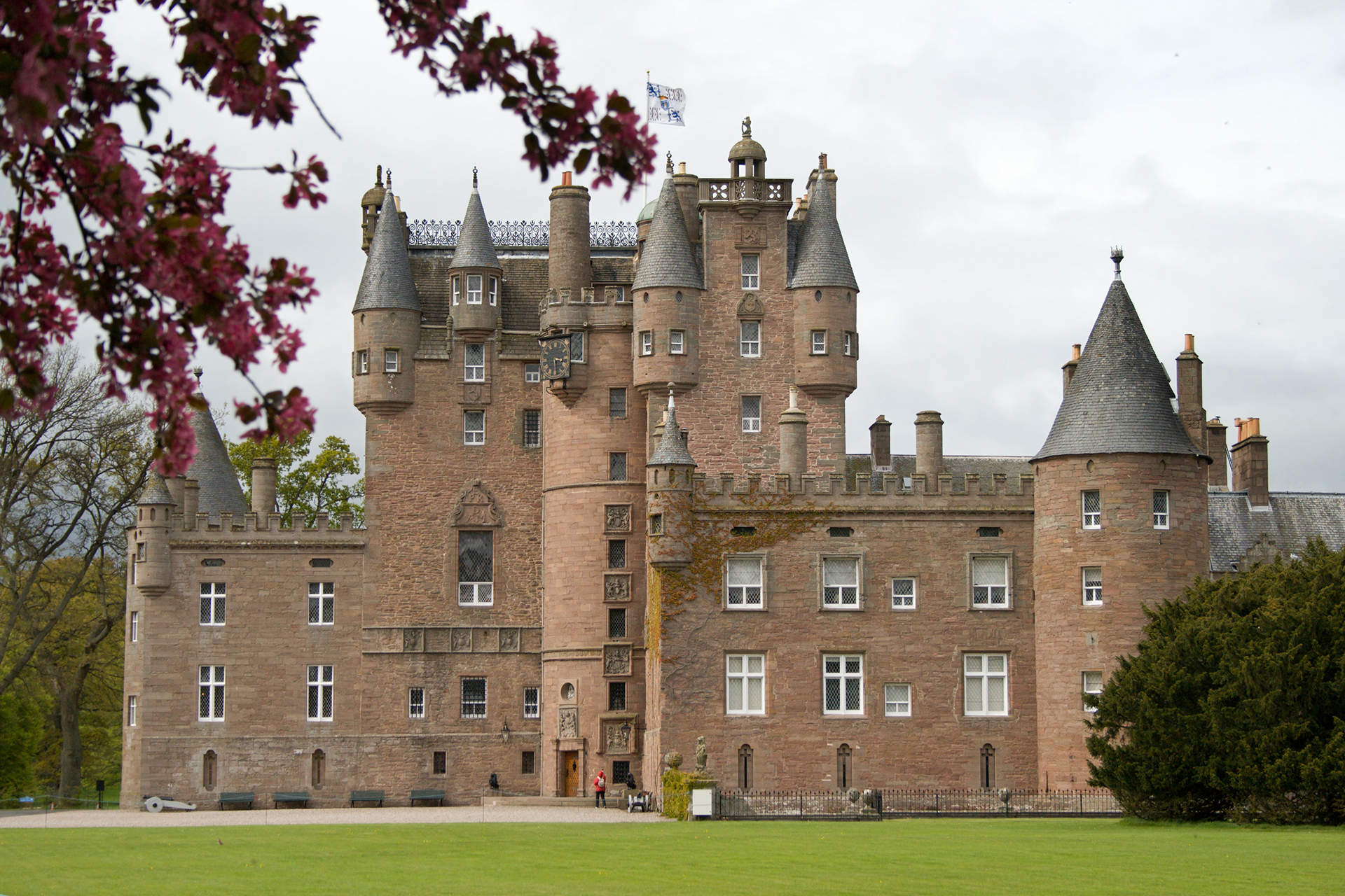 Glamis-Castle-side